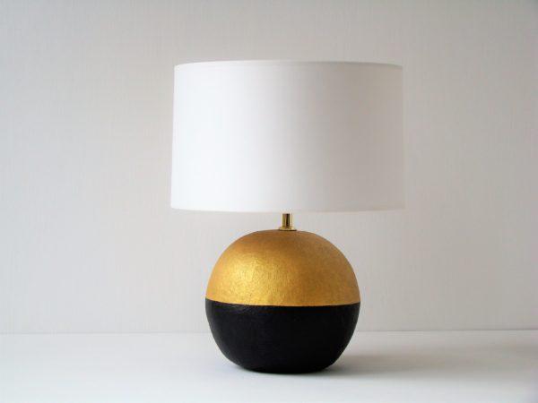stolní lampa kulatá zlatá