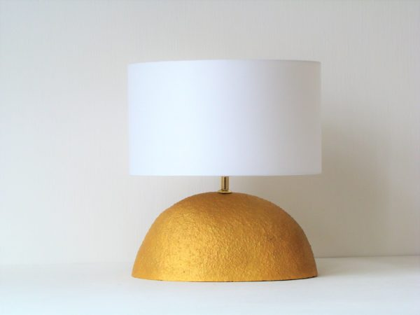 zlata stolni keramicka lampa