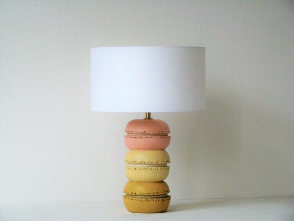 Designová stolní lampa makronky