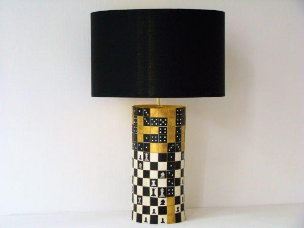 designová stolní lampa šachy