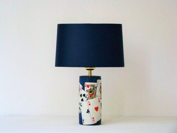 designová stolní lampa karty joker poker