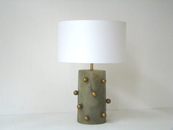 khaki stolní lampa petrolejova kulicky