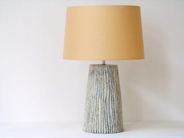 elegantni stolni lampa prirodni barvy